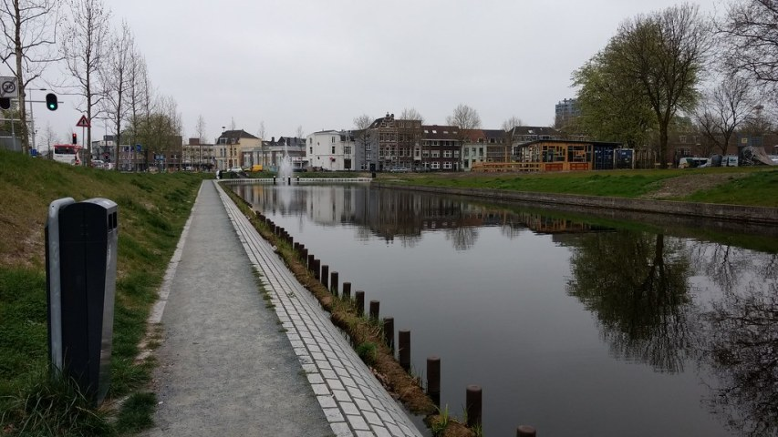 Utrecht canal - looking away from the station
