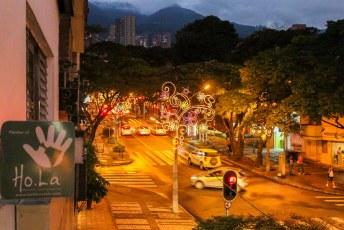 Het was december dus over in het centrum van Medellin was kerstverlichting aangebracht.