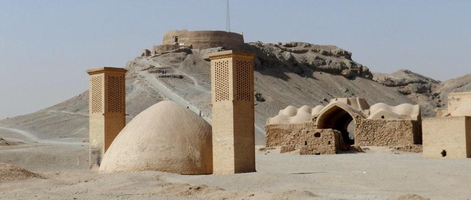 Torres del silencio de los Zoroastros en Yazd Irán 02
