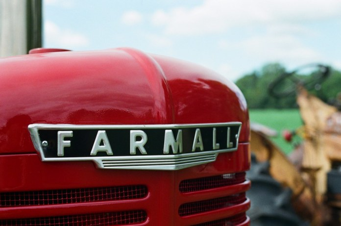 Farmall on Fujifilm Superia X-tra 800
