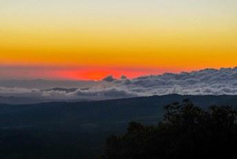 Zonsondergang boven San José, vanaf de vulkaan Poas.