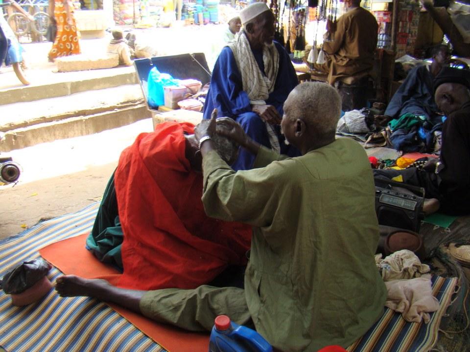 Mercado de Bamako Mali peluqueros 03