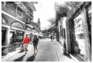 One couple in Limone Piemonte - HDR
