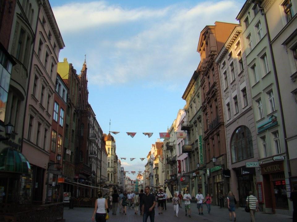 edificios y calle de Torun Polonia 30