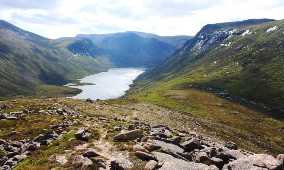 The descent to Loch Avon