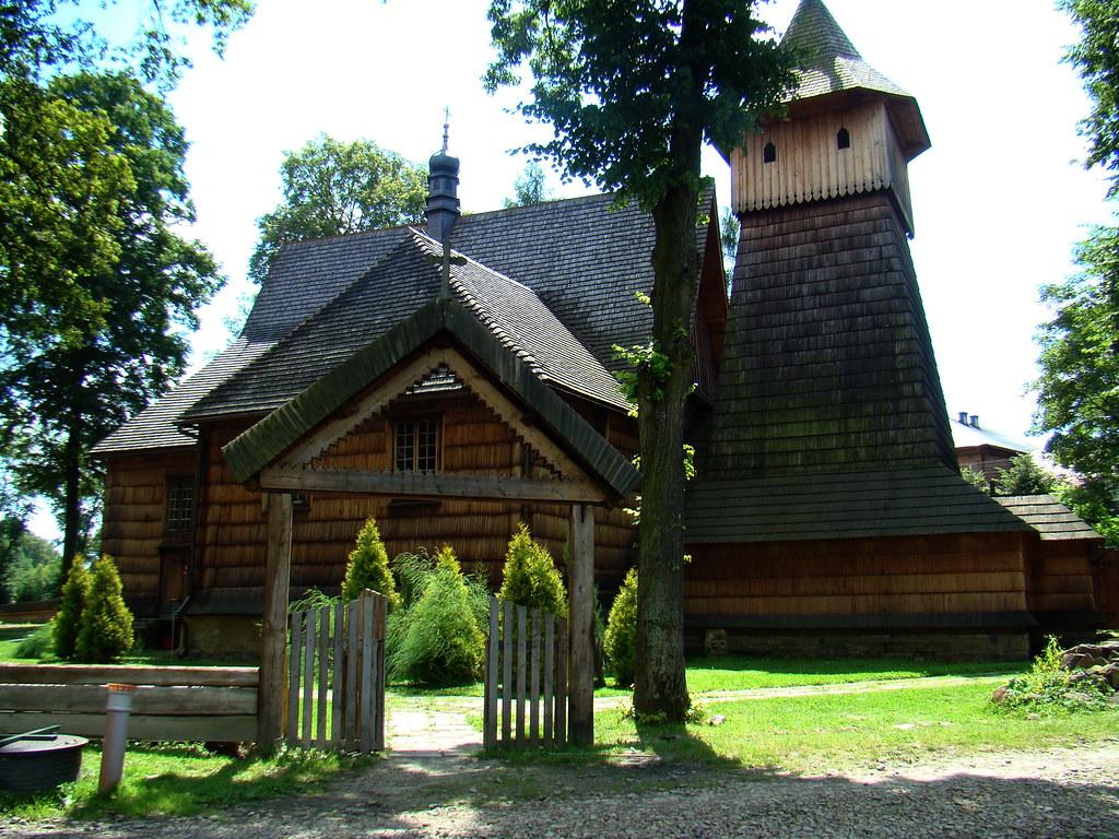 exterior Iglesia de San Miguel Arcángel de madera Binarowa Polonia 04