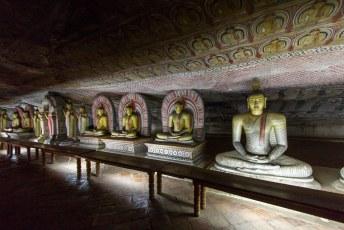 je kunt nooit genoeg buddha beelden hebben, dus ook in deze grotten hebben ze een flinke verzameling