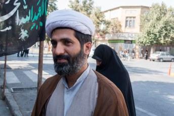 De eerste Iraniër die eigenlijk niet op de foto wilde maar schoorvoetend toch akkoord ging.
