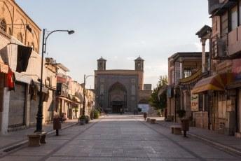 Vanaf de citadel sjouw je door deze Vakil Bazaar.