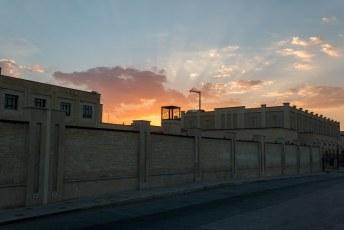De nieuwe (religieuze) bibliotheek, maar daar gaat het niet om. Het licht van de zonsondergang was zo mooi dat ik er een foto aan waagde.