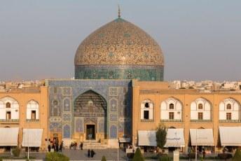 Oorspronkelijk was de moskee eigenlijk alleen bedoeld voor de vrouwen uit de harem van de Sjah.