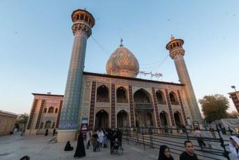 Dit is de Imamzadeh Seyed Alaeddin Hossein moskee. Het is niet te filmen hoeveel moskeeën in deze buurt vlakbij ons hotel staan.