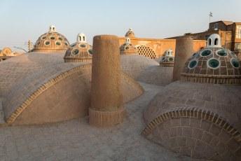 Het dak van de hamam is vanwege de vele lichtkoepeltjes één van de topattracties van Kashan.