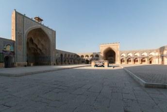 En dan, na 1,7 kilometer sjokken door de bazaar bereik je deze Masjed-e Jameh moskee.