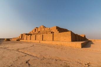 Deze ziggurat is gebouwd ter ere van de god Inshushinak. Één van de belangrijkste goden van de Elamieten.