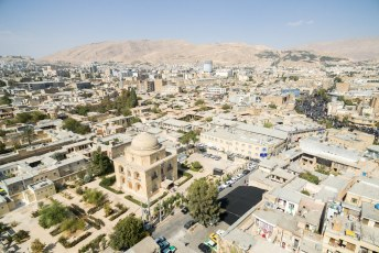 Het Bi Bi Dokhtaran mausoleum naast ons hotel.
