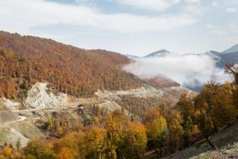 Onderweg naar Ardabil waren de bossen in prachtige herfskleuren.