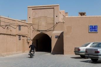 Achter de moskee ligt een doolhof van steegjes waar menig toerist in verdwaald.