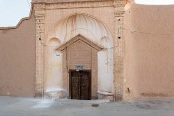 In Kashan zijn (naast de onvermijdelijke bazaar) de 19de eeuwse huizen rond Alavi Street de voornaamste bezienswaardigheden.