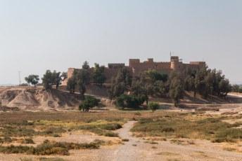 Deze foto is genomen vanaf de archeologische site. Er was hier namelijk een paleis van Darius (die ook Persepolis bouwde).