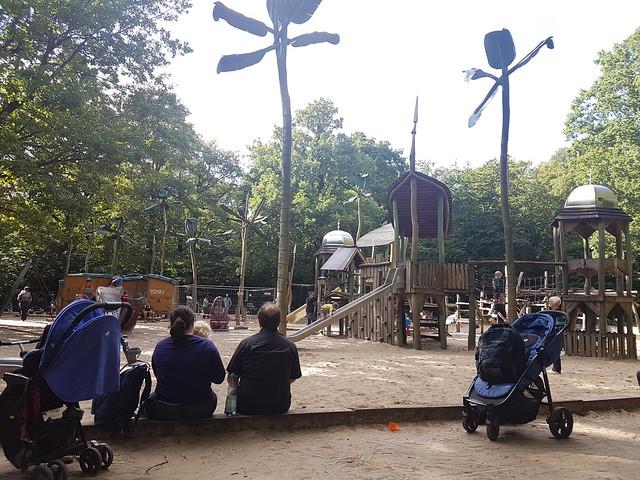 Lekplats i Volkspark Hasenheide i Neukölln