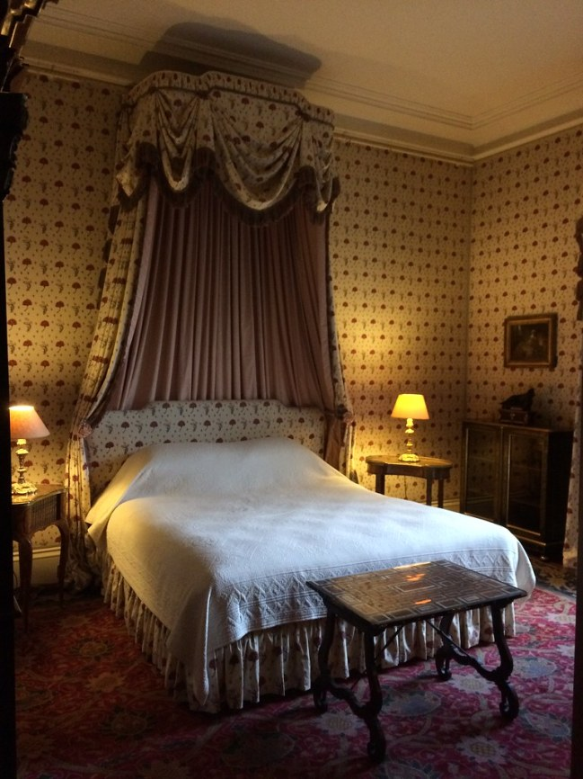 Yellow bedroom at Waddesden Manor
