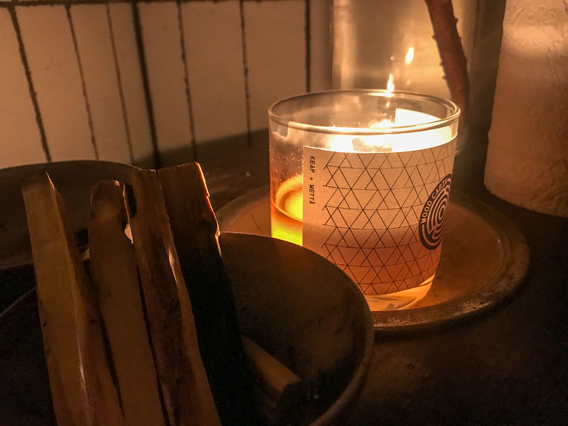 Metta candle