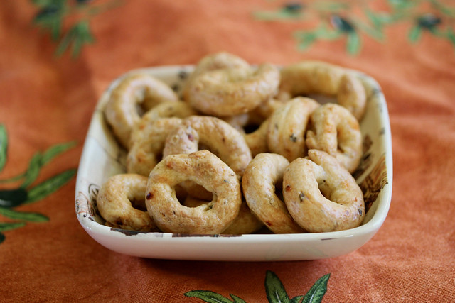 Spicy Pepper & Herb Taralli - 25