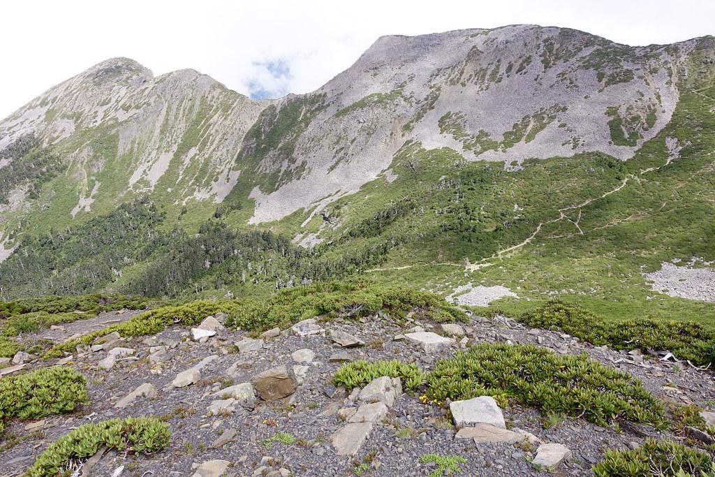 百岳@雪北下翠池D4   展望甘木林山。心想應該沒人會去登頂這座山吧? 看來沒路徑可走。   Jasper Lee   Flickr