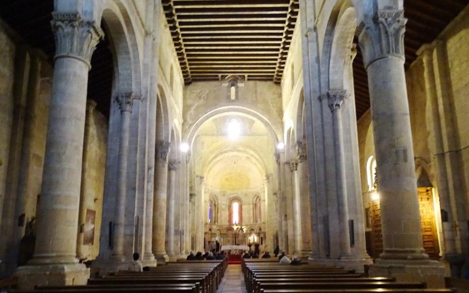 altar mayor y nave central interior Iglesia de San Millán Segovia 03