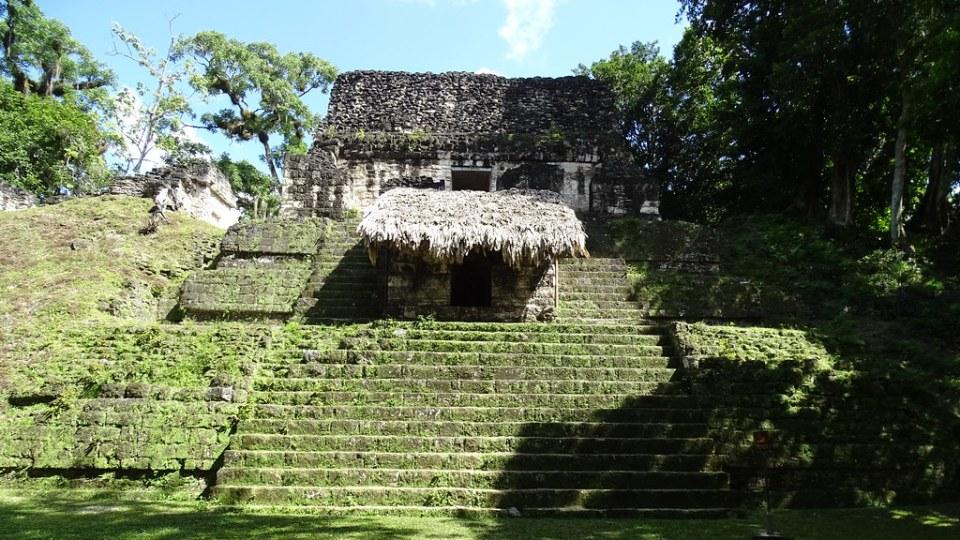 Tikal Templo de los Craneos Estructura 5D-87 complejo Mundo Perdido ciudad Maya Guatemala 02