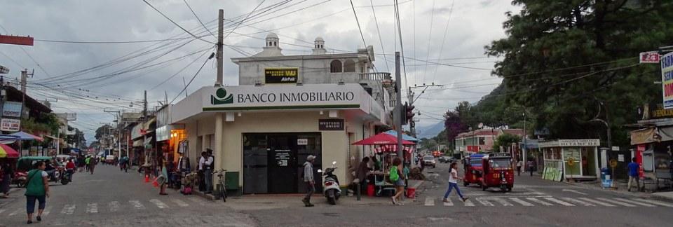 Panajachel calles y casas Guatemala 12