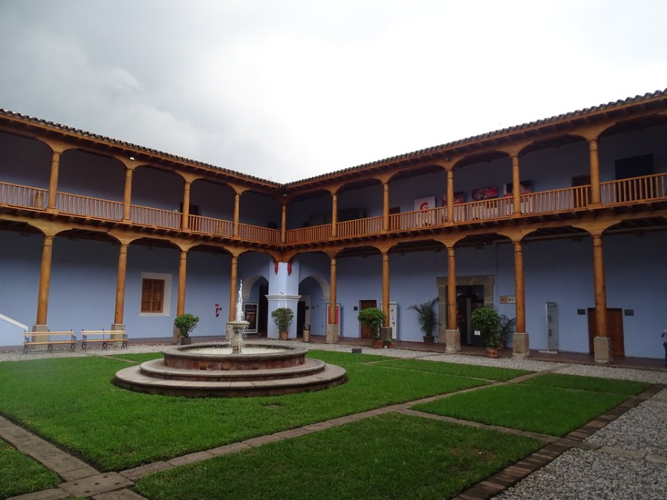 patio del Convento y colegio de la Compañia de Jesus Antigua Guatemala 01