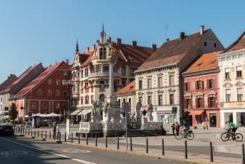 Na de lunch kun je verder naar dit Glavni Plein met een kolom ter ere van het uitroeien van de pest epidemie in 1680.