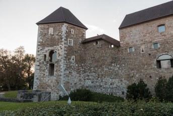 Tot en met de 17de eeuw woonden hier de leiders, daarna was het een legerplaats en een gevangenis. Tegenwoordig kun je hier trouwen.