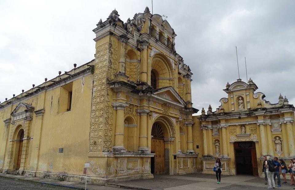 Iglesia de San Pedro Apostol y antiguo Hospital para Clerigos Antigua Guatemala 01