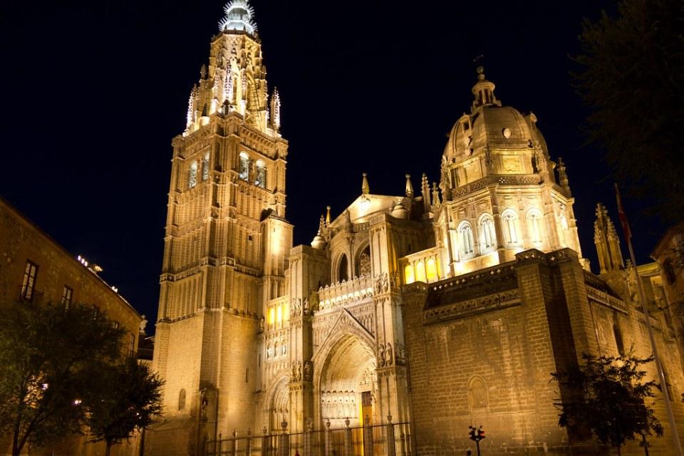 vista de noche Catedral de Toledo 02