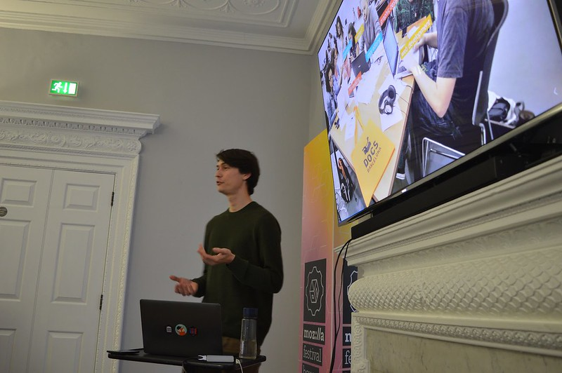 Philo talking at Mozhouse