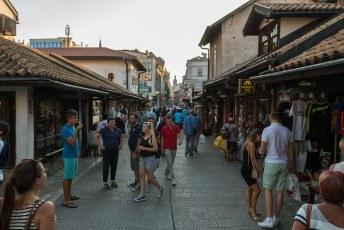 De kalverstraat van Sarajevo zogezegd, met alleen maar souvernirwinkels en kebabzaken.