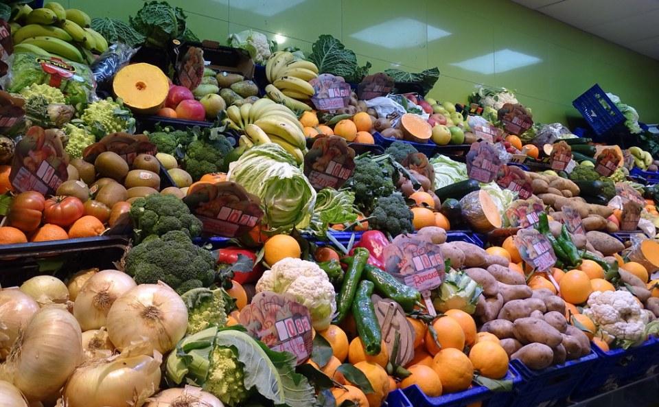 puesto de verduras y hortalizas interior Mercado Sur Burgos 08