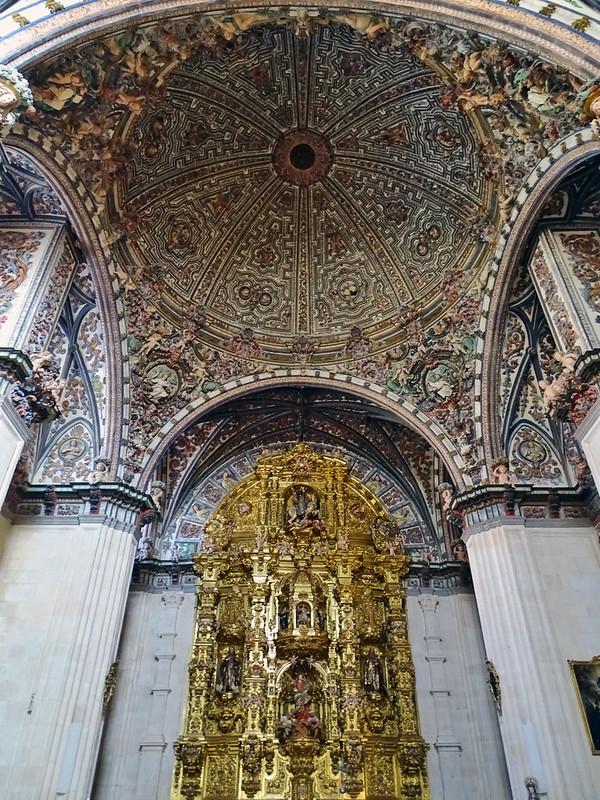 Catedral de Burgos Retablo altar mayor y techo Capilla de Santa Tecla y Santiago