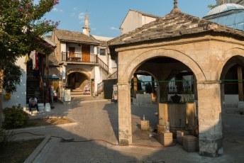 Dit is de binnenplaats van de Koski Mehmed Pasha Mosque.