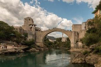 We waren terug in Mostar omdat ik zo dom was geweest om tegen Hagan te vertellen dat je van de brug kan springen.