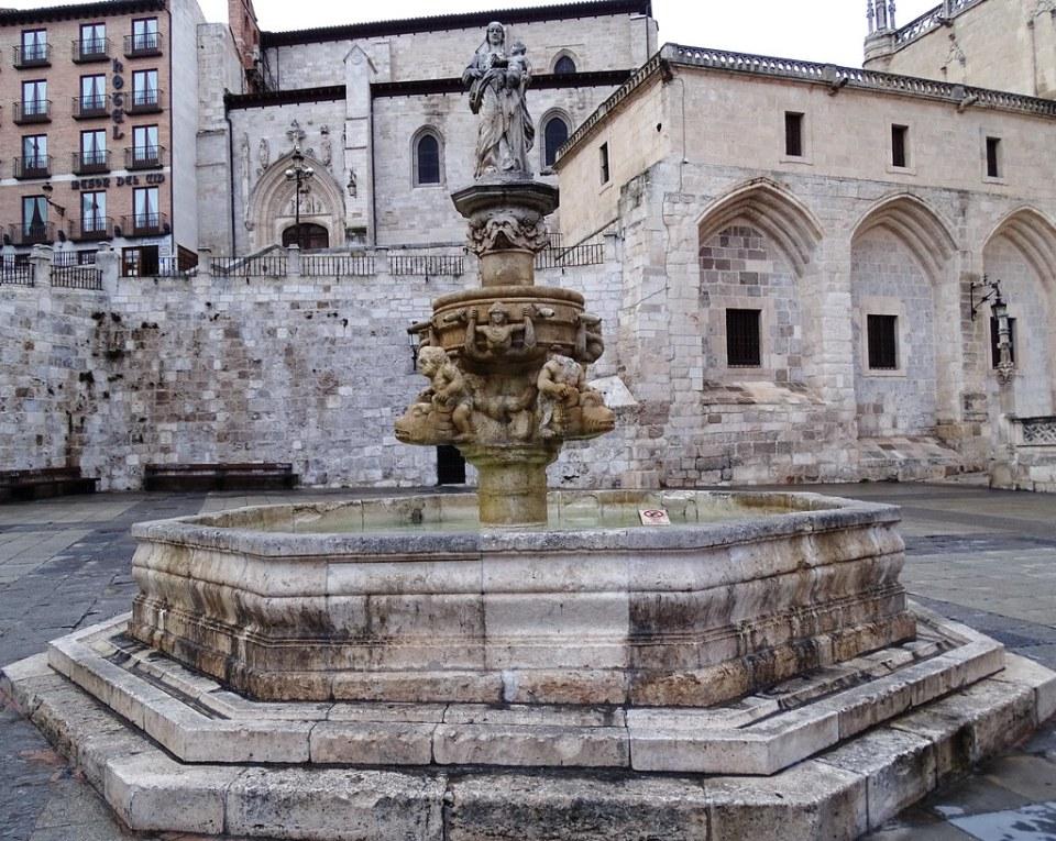 Fuente y Plaza de Santa Maria Burgos