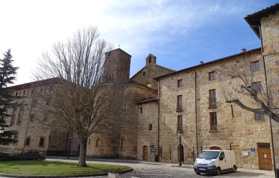 exterior Monasterio de San Salvador de Leyre Navarra 01