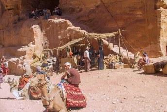 Er waren souvenirs en kamelenritjes in de aanbieding.