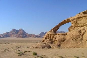 We reden daarna door de Valley of the Moon, waar zeven natuurlijke bogen zijn te zien.