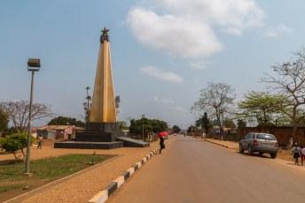Dit is het monument ter ere van de soldaten die hun leven voor het vaderland lieten. Het staat in M'banza Congo.