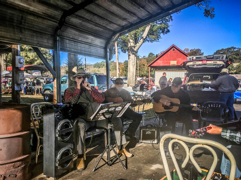 Musicians Circle at Pickens Flea Market-002