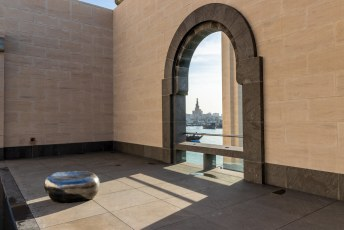 Het museum ligt ook al op een stukkie ingepolderde grond naast de Dhow haven, en dus is er ook uitzicht op het spiraaltje.